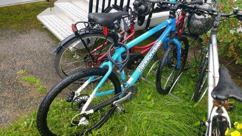 PÅ PLASS: Dagen etter den skremmende opplevelsen, er både sykkelen og hjulet på plass igjen hos Kim André Åsmann.