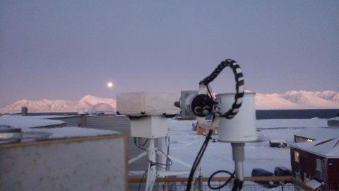 Med dette kameraet skal klimaforskere ved NILU få mer nøyaktige målinger av stoffer i atmosfæren. Nå håper de det nye måleinstrumentet vil gi flere nye samarbeid med andre forskere.
