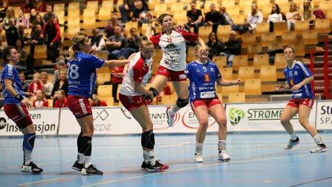 Vant sist: Rælingen og Marte Juuhl Svensson har spilt i Skedsmohallen ved noen tidligere anledninger. Her ble Skrim slått før jul i fjor. Men hallen gir klubben store utfordringer rent arrangementsmessig.