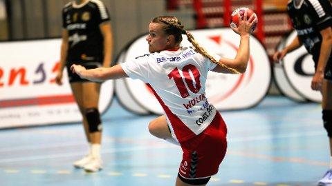 GOD KAMP: Rælingens høyrekant Anniken Wollik spilte en god kamp og scoret seks mål i søndagens kamp. Hun var svært skuffet etter at laget hennes gikk på nok et tap.