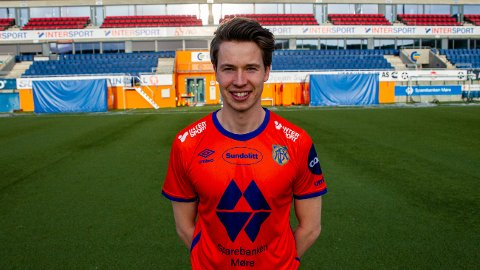 KLAR: De tre neste årene skal Kristoffer Ødemarksbakken spille for Aalesund.
