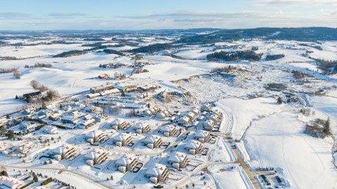 KLAR: Norges vassdrags- og energidirektorat offentliggjorde fredag rapporten med det faglige grunnlaget for opphevingen av evakeringssonen tettest på skredområdet.