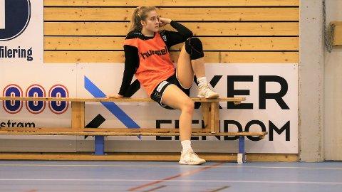 SATT PÅ VENT: Frida Haug Hoel og resten av Rælingen-jentene får ikke lenger lov til å trene sammen.