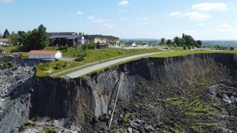 MASSER: Prosjektleder i Gjerdrum kommune, Jostein Hauge, forteller at det skal ha rast ut noen hundre tonn med masser.