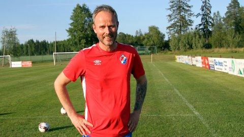 DRØMMER OM CUPBOMBE: Selv om han vet det blir vanskelig, drømmer FUVO-trener Tommy Grønvold om en cupbombe på Funnefoss Stadion lørdag ettermiddag.
