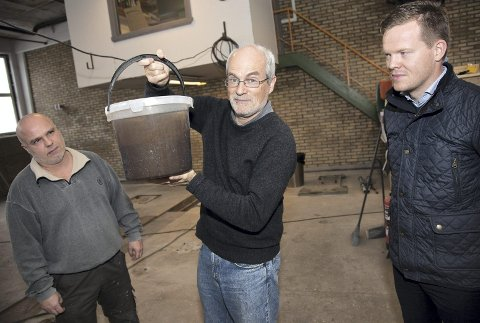 Alene: Så langt er det bare Abalonyx på Tofte som klarer å produsere grafénoksid i stor skala. Fra venstre: Willy Haugen, Rune Wendelbo og Einar A. Eilertsen.Begge foto: Henning A. Jønholdt