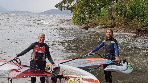 RIDERS OF THE STORM: Bjørn Mosskull og Joakim Sjulstad tok turen på bølgene
