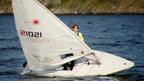 FORNØYD: Olav Standnes Grønlund ble nummer 22 i NM for Laser 4.7 den første helgen i august. Nå venter neste regatta; AskerOptimisten, i slutten av august.