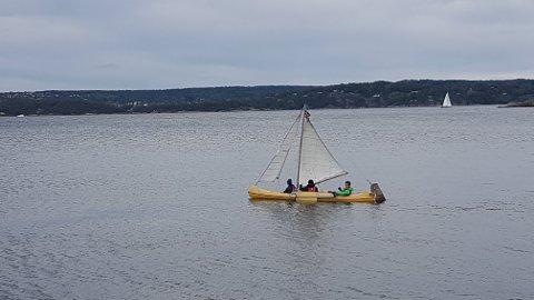 KORONAPROSJEKT: Sindre Løvås, Atle Torsvik og Aamund Berge brukte våren til å bygge en sailkano sammen.