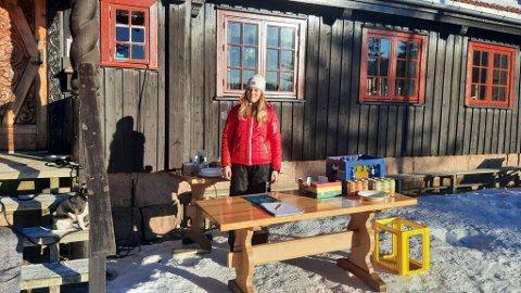 GODVÆRSBOD: Julia Engan Karlsen serverte ute på Stikkvannshytta forrige helg.