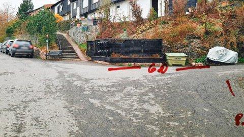 SEKS METER: Ifølge beboeren sto motorsykkelen seks meter unna krysset. Opptegningene er gjort av beboer.