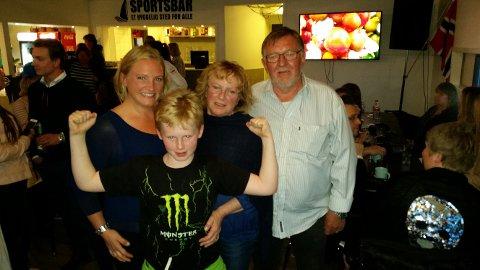 FORNØYD GJENG: May Jorun var til stede på Seilet med sønnen Einar Andreas, mor Karin Elstad og stefar Asbjørn Elstad.