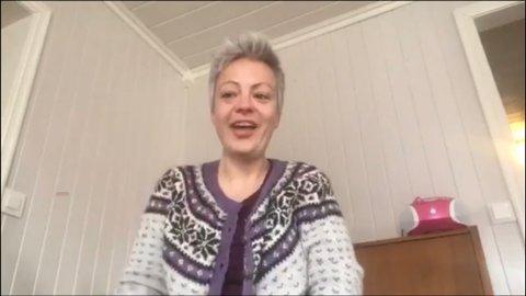 Møter barna på nettet: Hanne hos Haga barnehage startet med videosamlinger som blir publisert på Facebook. Dette gjør at barne får se de ansatte noen ganger i uken.