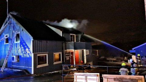 BRANN: Natt til tirsdag brøt det ut brann i et næringsbygg i Ruudgata.