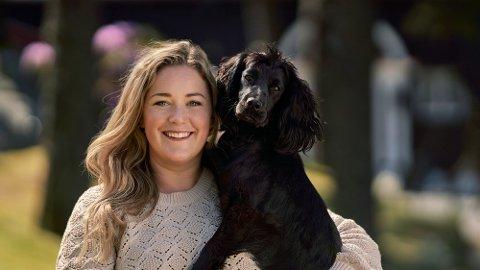 KLARE MED SESONG TO: Maren Teien Rørvik, her med hennes egen hund Luring, blir å se på NRK igjen fra og med søndag 22. august.