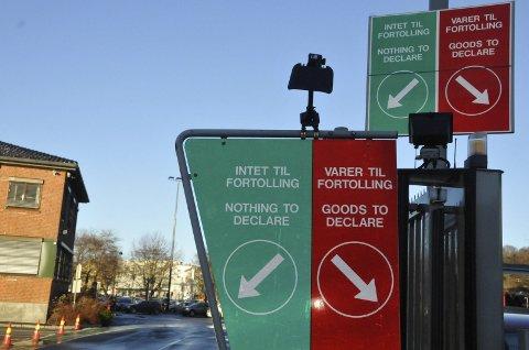 STOPPET: Den litauiske sjåføren ble stoppet på ferjekaia etter at han meide ned kjegler mens han kjørte på kaia.