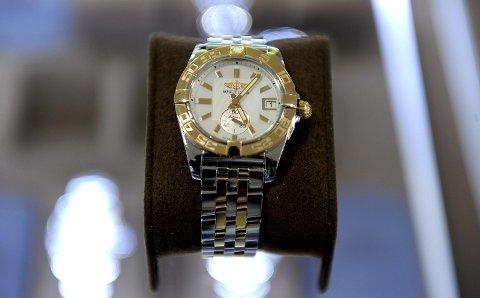 Kostbare klokker: Det var en Breitling-klokke millionæren kjøpte i Nederland. Han betalte drøye 50.000 for den – og avgiftene ville kommet på ytterligere 13.000. I Norge koster disse klokkene fra 66.000 og og oppover. IllustrasjonsFoto: Per Langevei