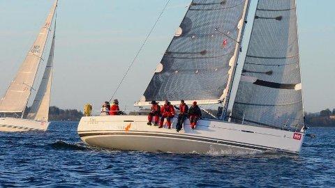 IMPONERTE: Erik Krister og hans mannskap havnet i toppsjiktet under helgens regatta i Sverige.
