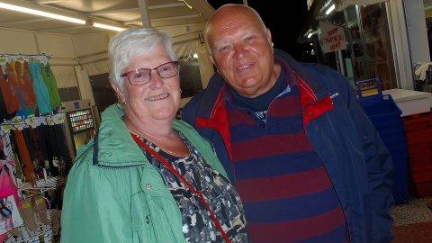 Ute og nyter livet: Kirsten (63) og Vidar Hotvedt (68) fra Hosken i Andebu har feriert på Gran Canaria siden begynnelsen av 80-tallet. De prøver å få til en langferie hvert år, der de gjerne feirer både jul og nyttår.