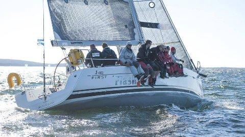 GOD FART: Mannskapet sørget for god båtfart under hele seilasen.