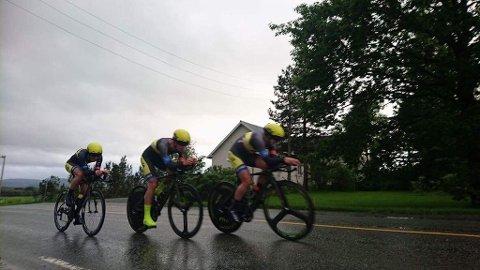 TOK BRONSE: Sandefjord SK- og Team FixIT.no-rytterne Jon Breivold, Ken-Levi Eikeland og Marius Blålid tok bronse på lagtempoen i NM på Heimdal tirsdag kveld.