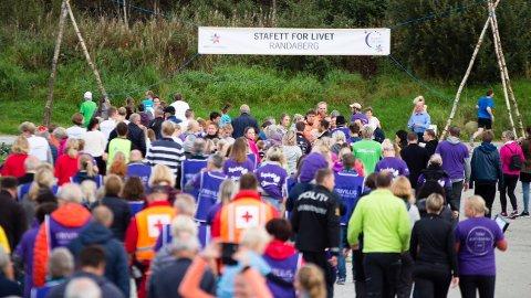 FØRST UT: Rundt 1.700 mennesker deltok i Randaberg i Rogaland, som var første sted i Norge Stafett for livet ble arrangert.