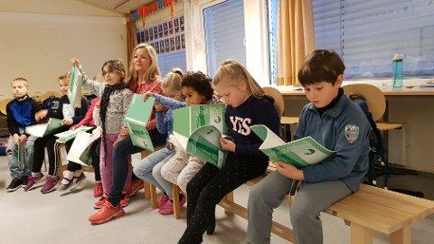 KONSENTRASJON: Her utfordrer læreren elevene med oppgaven «gjør likheten sann».