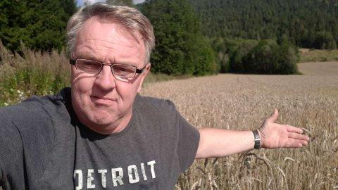 BEKYMRET: Jon Torjus Alten frykter deler av avlingene går tapt.