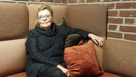 KAFEPOLITIKK: Veronica Solem ønsker at folk skal ta med seg engasjement for politikk også inn på mer uformelle arenaer.