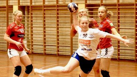 Sophia Lorentzen Lilleås og de andre SH-jentene fikk med seg to av fire mulige poeng på vestlandsturen i helga. Arkivfoto.