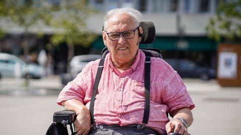 ET TUNGT ÅR: Karl Olav Dalen (74) og kona har cerebral parese og er avhengig av hjemmetjeneste og fysiobehandling. Han sier 2020 med sine begrensninger var et tungt år, både fysisk og psykisk.