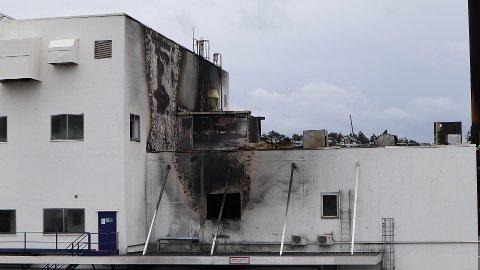 BRANN: Ingen fra Jotun har fått lov til å ta seg inn i bygget som brant 15. september. Dette bildet ble tatt dagen etter det brant.