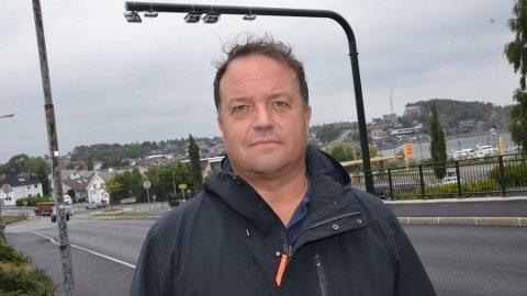 IRRITERT: Frode Myrhol (FNB) har lite til overs for at ytre høgre-politikar Hans Jørgen Lysglimt Johansen brukar han for å fremje eigen valkamp.