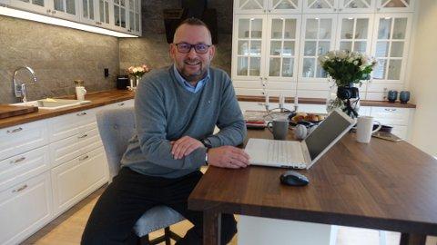 STARTER I NY JOBB: Gjennom hele november har Jørgen Knudsen vlogget om livet som arbeidsledig. Det har gitt gode resultater hvor han nå skal starte som markedskonsulent hos Kai Hansen 2. desember.