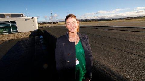 Anette Sigmundstad anbefaler at man er ute på flyplassen i god tid før avgang.