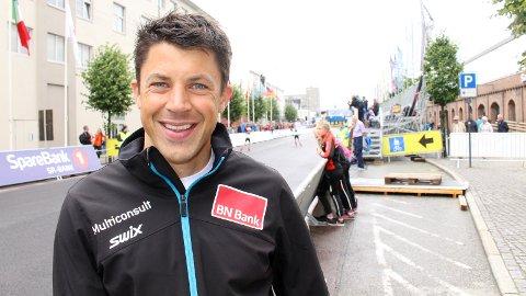 FRA SCENE TIL LØYPE: Nils-Ingar Aadne er best kjent som komiker. Nå satser han imidlertid på skisporten fram til våren 2017.
