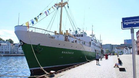 MS SANDNES: Det gamle nattruteskipet MS Sandnes gikk i mange år i rute mellom Sandnes og Stavanger og Bergen.