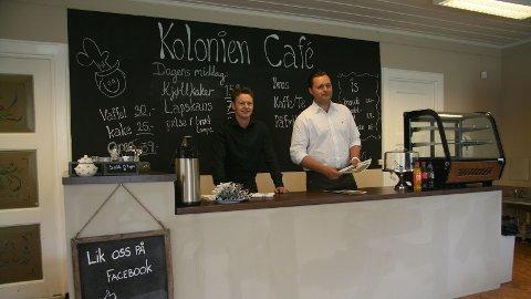 UTVIDAR: Kjetil Mehlum (t.v.) og Sindre Vika har starta kafé på Dale. Dei har meir enn kafé i planane framover.