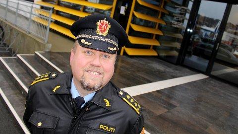 FORNØYD: Politistasjonssjef Kjetil Andersen er svært godt fornøyd med at arbeidet mot oppsøkende pilleselgere i sentrum har gitt utslag.
