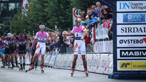 BLINKFESTIVALEN: Siden 2006 har verdenseliten konkurrert på rulleski i Sandnes. Her fra årets utgave da Petter Northug knakk staven på vei over mållinjen etter å ha lekt seg med konkurrentene under fellesstarten på 15-kilometeren.