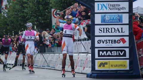OVERLEGEN: Petter Northug hadde få problemer med å bli førstemann over målstreken under 15 kilometer fellesstart fredag kveld.