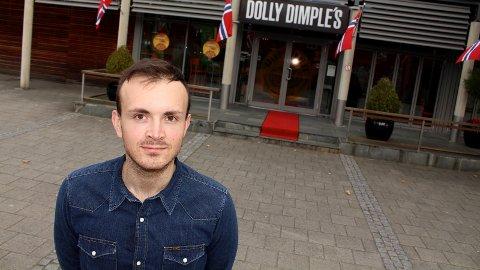 USIKKER FRAMTID: Daglig leder Bengt Tore Ueland ved Dolly Dimples frykter bussveien betyr kroken på døren for pizzarestauranten ved Amfi Vågen.