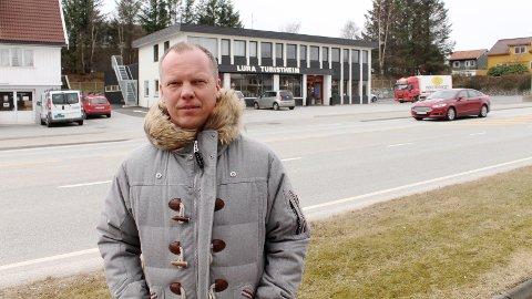 BEKYMRET: Eier Christian Waage ved Lura Turistheim er én av flere næringsdrivende i Stavangerveien som er spente på hvordan Bussveien kommer til å påvirke området.