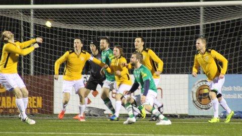 Lura, i gule drakter for anledningen, kriget i 120 minutter, noe som resulterte i 2-4-seier på Klepp stadion. Foto: Sven Atle Bore