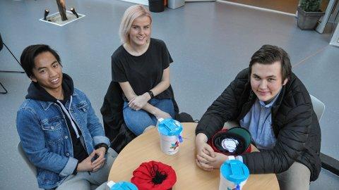 INNSAMLING: Daniel Vu (fra venstre), Thea Jonassen og Terje Hetland er russepresidenter ved henholdsvis Vågen, Sandnes, og Akademiet videregående skoler
