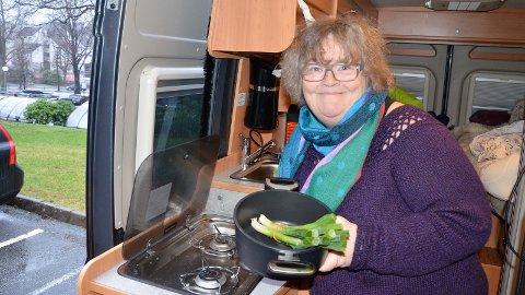 [b]IKKE PROBLEM:[/b] For Ingeborg Dirdal er det ikke noe problem å tilberede god mat i en trang bobil. Nå vil hun gjerne at andre skal dra nytte av hennes erfaringer.