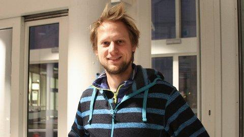 SANG OG MORO: Mannen med baryton-stemmen, Leif Jone Ølberg, lover kjente operaperler i Gand kirke.