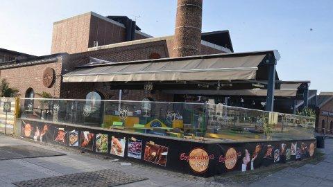 UTEN TILLATELSE: Denne uterestauranten midt i byen ble bygget uten at kommunen hadde gitt byggetillatelse.