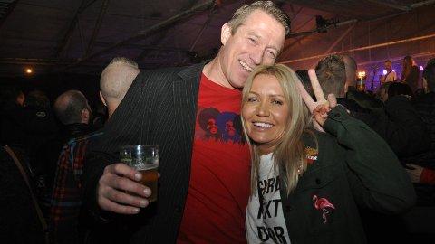TOPP: Siddisane Roger Larsen og Linda Skjæveland meiner fleire burde tatt turen Tvangsfestivalen. Dei storkosa seg laurdag kveld.
