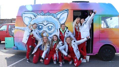 FURBY 2017: Fra venstre: Kristin Flåt, Solveig Stokka Eltervåg, Maja Østrått, Camilla Rydland, Live Grøtteland, Maiken Levang og Silina Dorthea Dalland-Eriksen. Sofie Eiane var ikke til stede da bildene ble tatt.